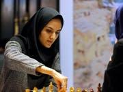 Im Iran müssen Frauen in der Öffentlichkeit ein Kopftuch tragen. Bild von der Schach-Weltmeisterschaft der Frauen 2017 in der Hauptstadt Teheran. (Bild: KEYSTONE/EPA/ABEDIN TAHERKENAREH)