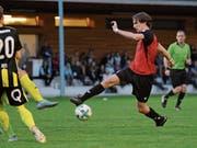 Auch Schattdorfs Robin Mahrow (am Ball) schafft es nicht, während seiner 88 Minuten Einsatzzeit gegen Obergeissenstein zu reüssieren. (Bild: Urs Hanhart, Schattdorf, 22. September 2018)