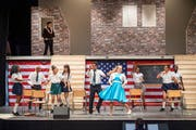 Die Amateurschauspieler des Theatervereins Fürstenland proben für ihr neustes Stück, den Broadway-Klassiker «Hairspray». (Bild: Urs Bucher (14. April 2019))