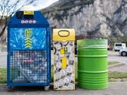 Recycling oder weniger Stromverbrauch: Unternehmen können mit ökologischer Nachhaltigkeit nur selten Investoren gewinnen oder den Umsatz steigern, profitieren laut einer Studie aber von Kosteneinsparungen und einer Image-Verbesserung. (Symbobild) (Bild: KEYSTONE/CHRISTIAN BEUTLER)