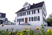 Das Neuheimer Gemeindehaus (Bild: Werner Schelbert, 11. April 2017)