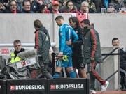 Bayerns Goalie Manuel Neuer verlässt während der Partie gegen Fortuna Düsseldorf den Platz (Bild: KEYSTONE/AP/MARTIN MEISSNER)
