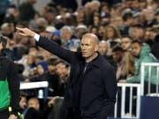 Real Madrids Trainer Zinedine Zidane muss sich mit seinem Team in Leganes mit einem 1:1 begnügen (Bild: KEYSTONE/EPA EFE/KIKO HUESCA)