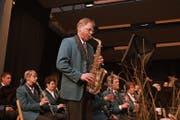 Bruno Dillier bei seinem Solo-Einsatz am Saxofon. (Bilder: Primus Camenzind (Giswil, 13. April 2019))