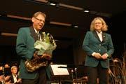 Bruno Dillier mit Dirigentin Annette Jakob.