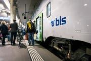 Eine S-Bahn der BLS im Bahnhof Bern. Bild: Christian Beutler/Keystone (16. Mai 2017)