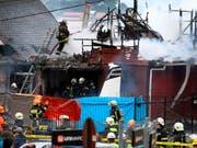 Die vollgetankte Maschine stürzte kurz nach dem Start auf das Haus in der chilenischen Hafenstadt Puerto Montt. (Bild: KEYSTONE/AP Aton Chile/JAVIER DUQUE)