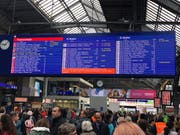 Die Störungsmeldung am Zürcher Hauptbahnhof. (Bild: Umberto W. Ferrari, 16. April 2019)