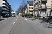 Beim zweiten Unfall auf der Langgasse bemerkte eine Rollerfahrerin zu spät, dass zwei Autos vor ihr bremsten. (Bild: Stadtpolizei St.Gallen - 15. April 2019)