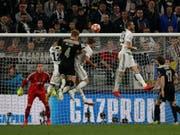 Der entscheidende Moment in Turin: Ajax' Matthijs de Ligt köpfelt ein zum 2:1 (Bild: KEYSTONE/AP/ANTONIO CALANNI)