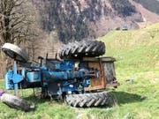Der Hergang des Unfalls, bei dem der Traktorfahrer starb, ist noch unklar und wird untersucht. (Bild: Kapo GL)