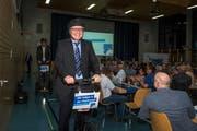 Die Kandidaten zogen am Mittwochabend auf Segways «mit Vollgas in den Wahlkampf», zu sehen ist hier Martin Huber. (Bild: Dominik Wunderli, Rickenbach, 17. April 2019)