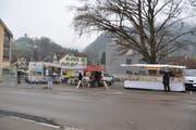 Die Marktstände auf dem Bräkerplatz in Wattwil sind jeden Donnerstag aufgebaut. (Bild: Sabine Camedda)