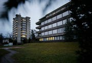 Noch dieses Jahr sollen auf dem Areal des alten Kantonsspitals insgesamt 18 Notzimmer zur Verfügung stehen. (Bild: Stefan Kaiser, Zug, 1. Januar 2019)