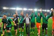 Jubel bei St. Gallen mit Cheftrainer Jeff Saibene nach dem 4:2-Sieg gegen Spartak Moskau, der den Ostschweizern den Einzug in die Europa-League-Gruppenphase bescherte. (Bild: Urs Bucher)
