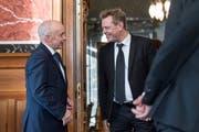 Reto Nause (rechts), Berns Sicherheitsdirektor, im Gespräch mit Bundespräsident Ueli Maurer. (Bild: Keystone)