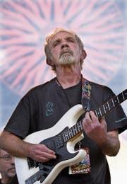 J.J. Cale spielt am Crossroads Guitar Festival, organisiert von Eric Clapton, der zu dessen grössten Bewunderern gehört. (Bild: Tony Gutierrez/AP (Dallas, 6. Juni 2004))