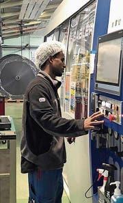 Mekete Mehari macht eine Lehre als Kunststoffverarbeiter. (Bild: pd)