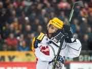 Zugs Garrett Roe - im Bild am letzten Dienstag - wurde vor Swiss Ice Hockey wegen einer Schwalbe gebüsst (Bild: KEYSTONE/ALEXANDRA WEY)