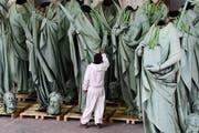 Statuen, die normalerweise auf den Mauern der Notre-Dame beheimatet sind. (Bild: EPA/CAROLINE BLUMBERG)