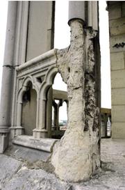 Die Luftverschmutzung hat dem Mauerwerk stark zugesetzt. (Bild: notredamedeparis.fr)