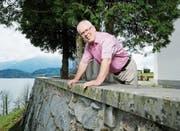 Thomas Schneider wird auch die Aussicht vom Balkon der Kirche St.Verena vermissen. (Bild: Stefan Kaiser (Risch, 17. April 2019))