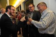 Redaktionsleiter Florian Arnold zusammen mit Landammann Roger Nager (Mitte) und Landratspräsident Peter Tresch. (Bild: Urs Hanhart, Altdorf, 1. April 2019)