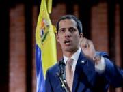 Das Oberste Gericht in Venezuela hat am Montag (Ortszeit) die Aufhebung der parlamentarischen Immunität von Oppositionsführer Juan Guaidó gefordert. (Bild: KEYSTONE/AP/NATACHA PISARENKO)