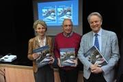Die Gesichter hinter dem Buch; von links: Übersetzerin Birgit Eger, Sergio Michels und Adriano Cavadini. (Bild: Urs Hanhart, Erstfeld, 1. April 2019)