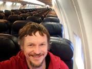 Skirmantas Strimaitis hat ein Selfie geschossen: Er war der einzige Passagier einer 188-plätzigen Boeing 737-800 auf dem Flug von Vilnius nach Bergamo. (Skirmantas Strimaitis via AP) (Bild: KEYSTONE/AP Skirmantas Strimaitis)