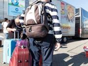 Flugtickets und Pauschalreisen ins Ausland verteuerten sich im März im Vergleich zum Vormonat. (Bild: KEYSTONE/GAETAN BALLY)