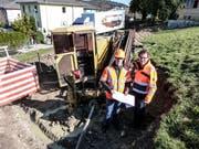 Tiefbautechniker Andreas Dietziker und Amtsleiter Ueli Signer auf der Baustelle am Grenzweg. (Bild: Kurt Lichtensteiger)