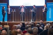 Röbi Raths (FDP), Guido Etterlin (SP) und Beat Looser (parteifrei), flankiert von Tagblatt-Redaktorin Jolanda Riederer und Andri Rostetter, Leiter Ressort Ostschweiz und stv. Chefredaktor. (Bild: Urs Bucher)