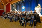Stolz durften die Schüler ihre Kodex-Auszeichnungen entgegen nehmen. (Bild: PD)