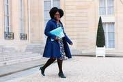 Sibeth Ndiaye verlässt nach der wöchentlichen Kabinettssitzung den Élysée-Palast in Paris. (Bild: Christophe Petit Teson/EPA, 1. April 2019)