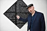 Donato Amstutz bespielt im Winkelriedhaus den Ausstellungsraum des 13er-Kunsttreffs im Kellergewölbe. (Bild: Romano Cuonz, Stans, 30. März 2019)