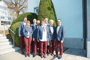 Der Vorstand des Ausserrhoder Wirteverbands präsentiert sich stilvoll in neuem Gewand. (Bild: Karin Erni)