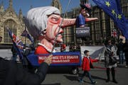 Brexit-Gegner protestieren am 1. April 2019 vor dem Parlamentsgebäude in London. (Bild: Dan Kitwood/Getty)