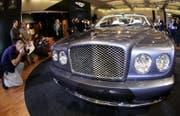 Die Bundesanwaltschaft hatte unter anderem einen Bentley der Usbekin Gulnara Karimowa beschlagnahmt – verkauft werden darf er aber vorerst nicht. (Symbolbild: Rainer Jensen/Keystone)
