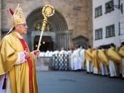 Verlängerung: Der 77-jährige Churer Bischof Vitus Huonder bleibt im Amt, bis seine Nachfolge geregelt ist. (Bild: KEYSTONE/GIAN EHRENZELLER)