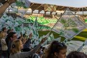 Es war angerichtet: Die von Fans monatelang vorbereitete Choreografie brachte vor dem Spiel Stimmung. (Bilder: Michel Canonica)