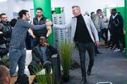 Als Alain Sutter (rechts) als Sportchef des FC St.Gallen vorgestellt wurde, klatschte er mit Tranquillo Barnetta ab – später gab es auch Missverständnisse zwischen den beiden. (Bild: Keystone)