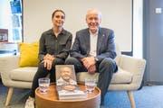Köbi Kuhn und seine Co-Autorin Sherin Kneifl. (Bild: Hanspeter Schiess)