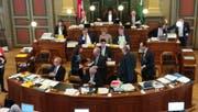 Die Regierungskollegen gratulieren Heidi Hanselmann zur Wahl. (Bild: Christoph Zweili)
