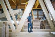 Sascha Abplanalp, Chef der neuen Holzbau AG, am Sitz des Unternehmens in Lungern. (Bild: Manuela Jans-Koch (27. März 2019))