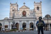 Bei koordinierten Angriffen in Sri Lanka auf Kirchen und Hotels sind nach neusten Angaben mindestens 310 Menschen ums Leben gekommen. (Bild: Keystone)