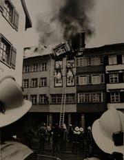 Zur Bekämpfung des Städtlibrandes 1984 standen rund 120 Feuerwehrleute im Einsatz. Unterstützt wurden diese durch die Armee und zivile Helfer. (Bild: Toggenburger Museum, Lichtensteig)