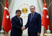 Erdogans früherer Premier Ahmet Davutoglu (links) bietet dem geschwächten Präsidenten nun die Stirn. (Bild: Keystone (Ankara, 22. Mai 2016))