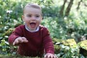 Seit seiner Geburt ein Posterboy: Der am 23. April einjährig gewordene Prinze Louis, fotografiert von seiner Mutter Kate, Herzogin von Cambridge,. (Duchess of Cambridge/Kensington Palace via AP)