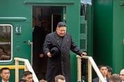 Kim Jong Un bei seiner Ankunft an der Grenzstation in Chassan. Bild: Alexander Safronov/AP (Chassan, 24. April 2019)